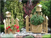 Corner Picket Fence Planter w/ Birdhouse